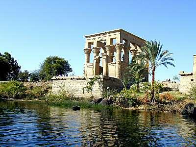 http://www.biblelieux.com/images/Temple_de_Philae,_quiosque_de_Trajan2,_tb_n110700.jpg